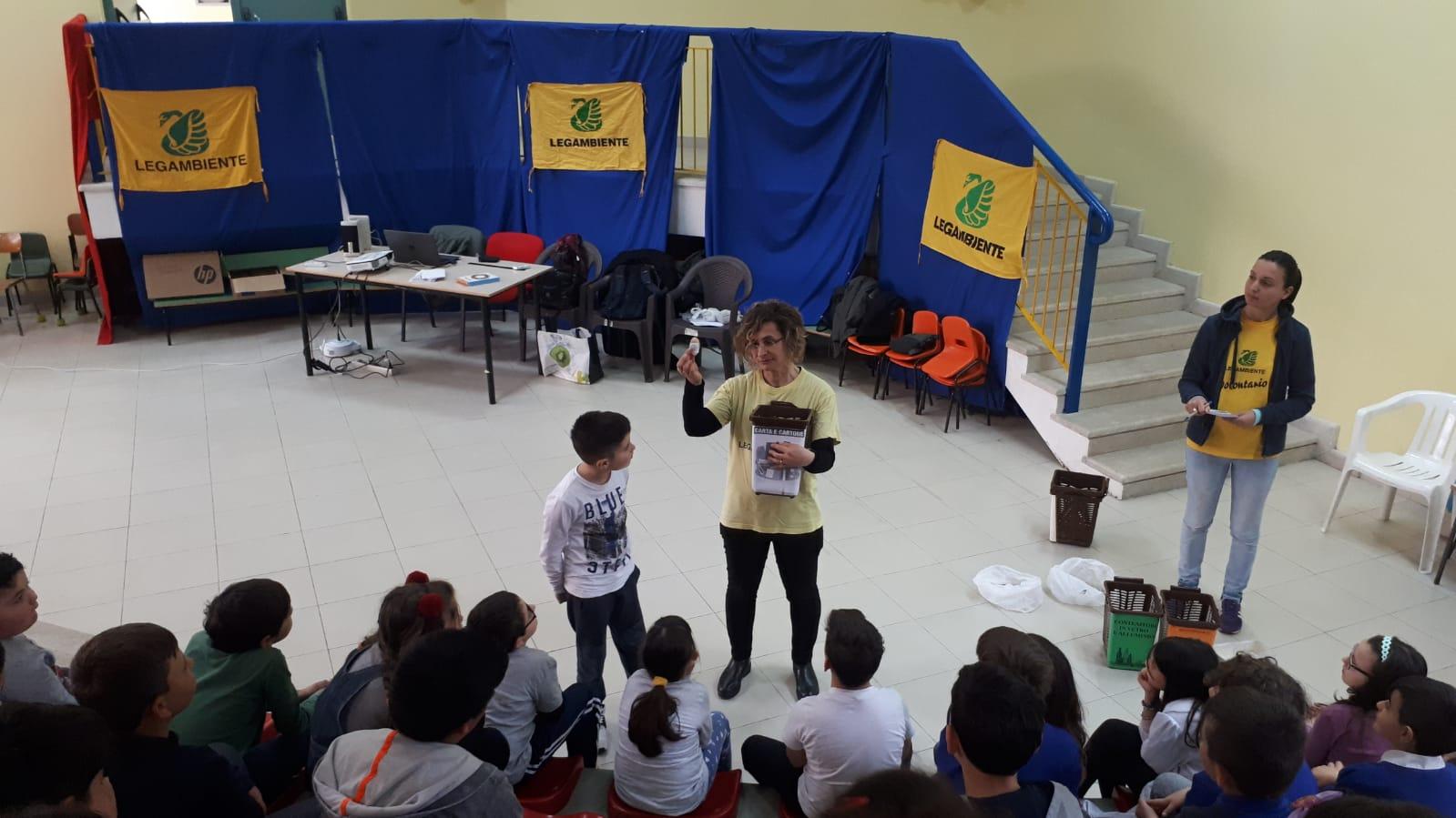 """[Castro dei Volsci] Insieme a Legambiente Lazio per il progetto """"RaccogliAmo differenziandoci"""""""